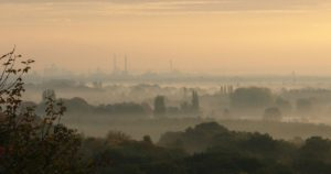 Svevestøv over by om morgenen - Fra Pixabay